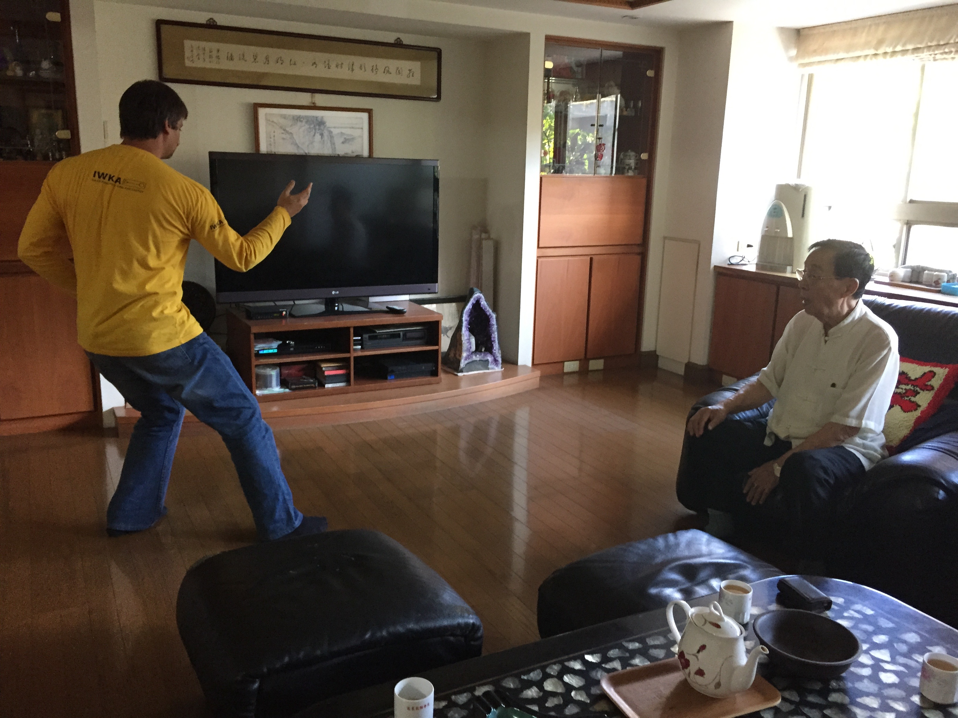 At the house of sifu Yee-Chung Hsu demonstrating the Huang Shen Shyan form to him