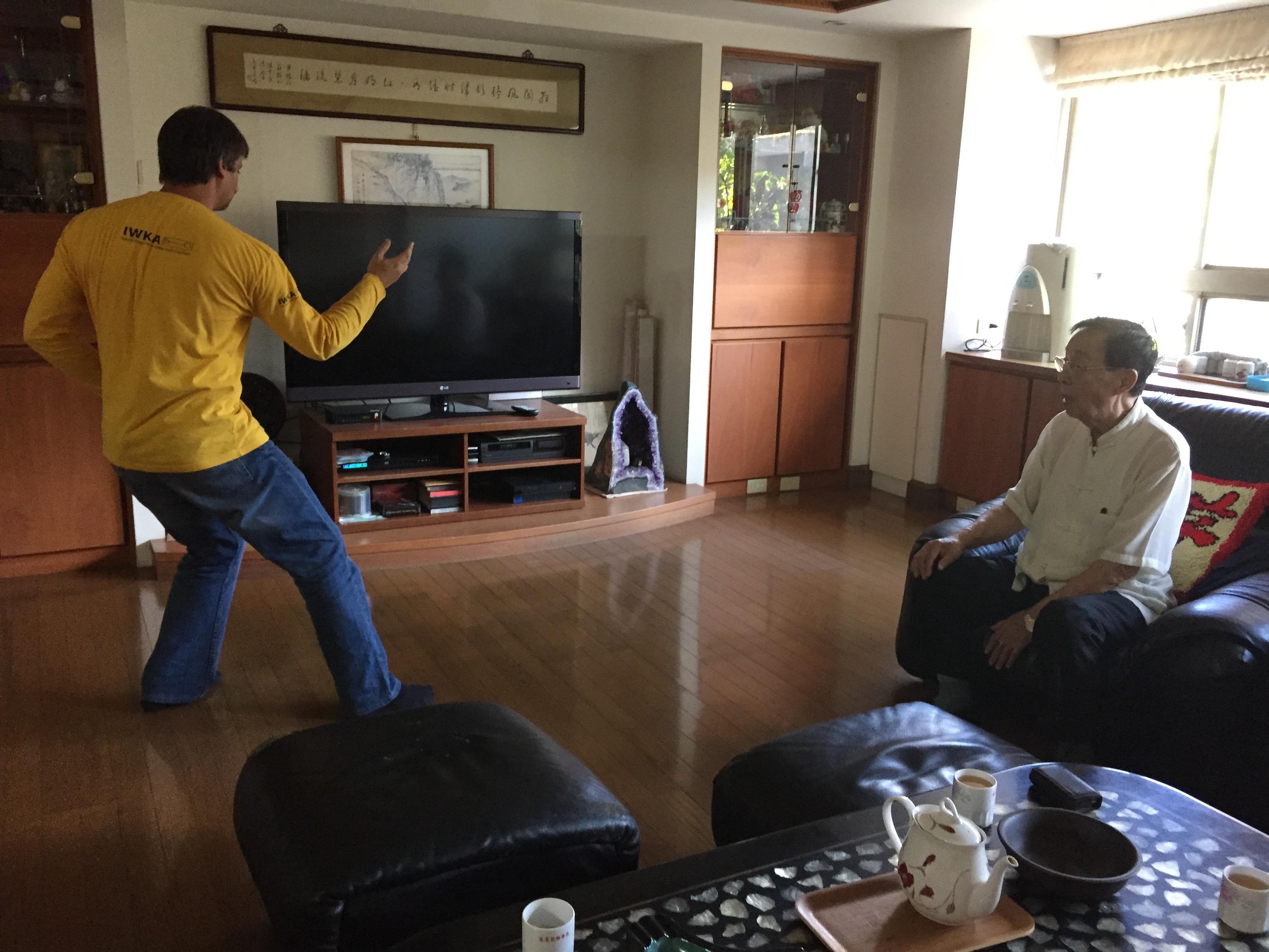 At the house of sifu Yee-Chung Hsu demonstrating the Huang Shen Shyan form to him